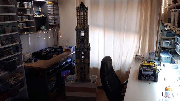 Ben Brekelmans (51) uit Bilthoven bouwde een Domtoren van Lego.