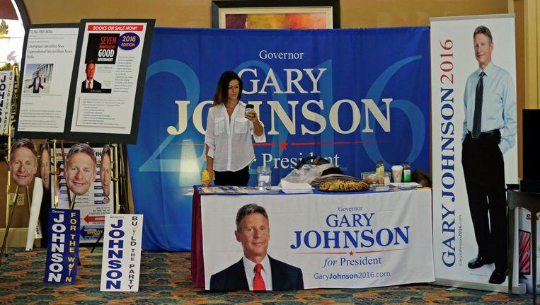 Een merchandise-kraam van Johnson-aanhangers op het partijcongres van de Libertarische Partij. Beeld reuters