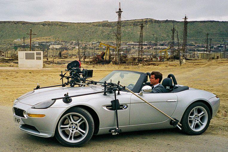 Opname met Pierce Brosnan in een BMW Z8 voor The World Is Not Enough (1999). Beeld null