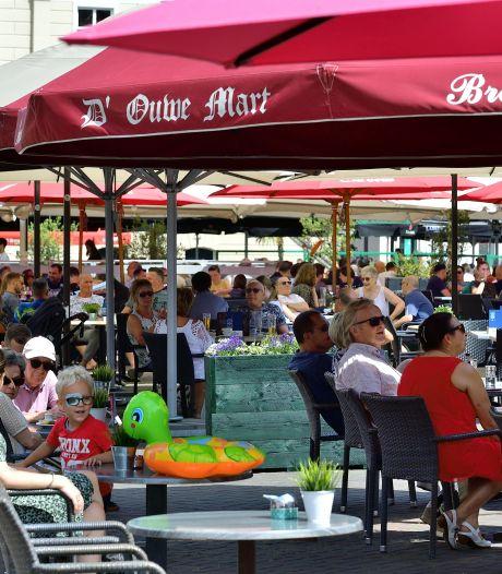 Plaskettingen, Mondriaan-terrassen en bubbels om klokslag twaalf uur; de horeca is weer open
