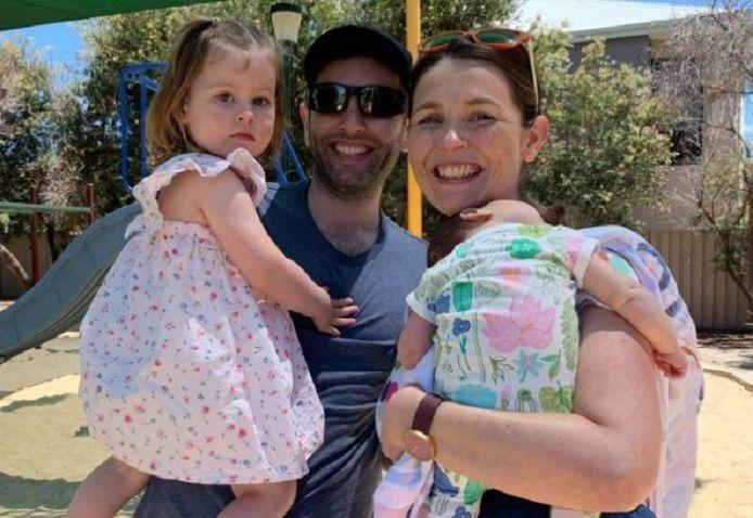 Adam, Caitlin et leurs deux enfants, Thea, 2 ans, et Fearn, 4 mois