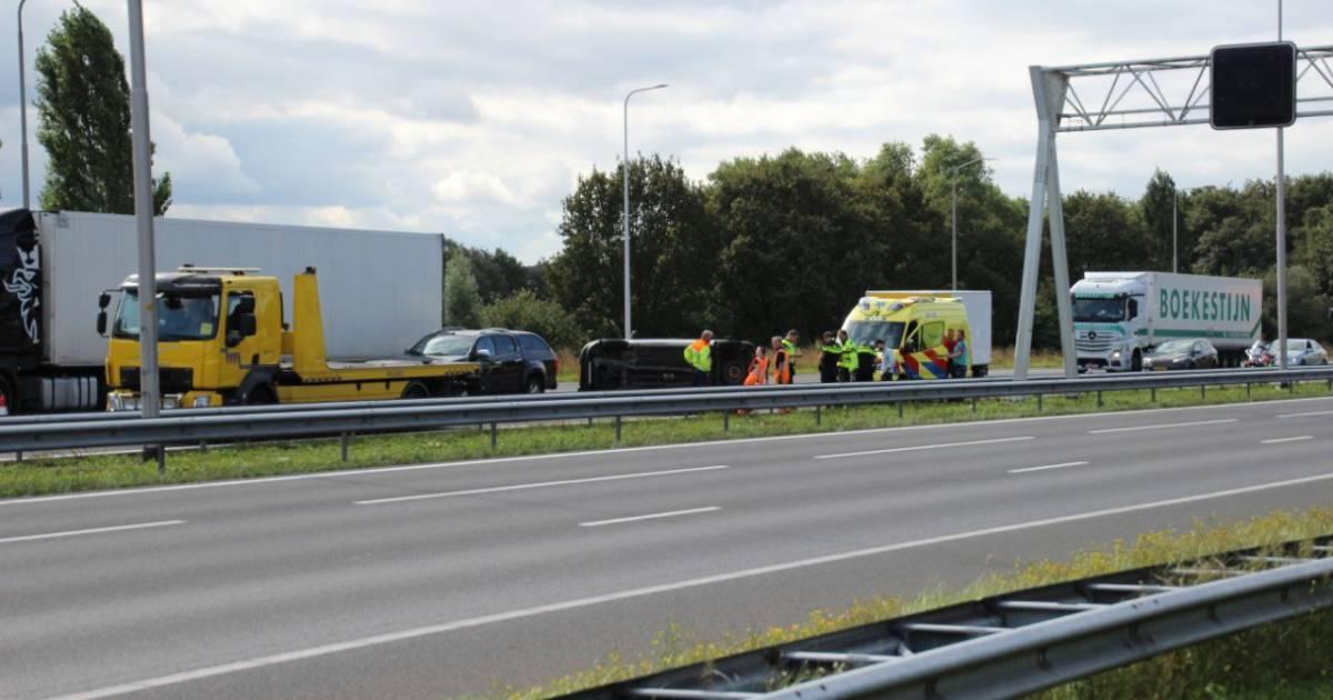 Ongeluk op A1 bij Apeldoorn: twee rijstroken gesloten.