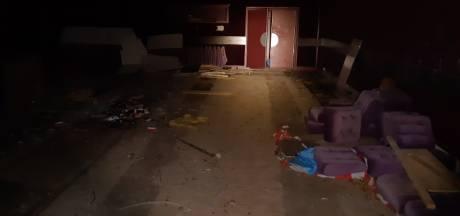 Politie beëindigt illegaal feest met 50 jongeren in oude bioscoop Hulst: 'Levensgevaarlijk'