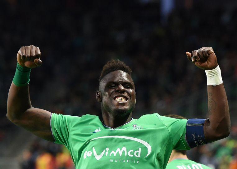De Senegalese verdediger Moustapha Bayal Sall van Saint-Etienne is blij met zijn goal tegen AS Monaco. Beeld AFP