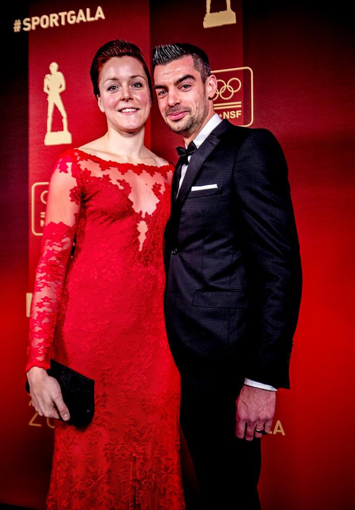 Jorien ter Mors met haar vriend en manager Jeroen le Duc op de rode loper. Met twee medailles in twee verschillende disciplines op de Olympische Spelen is Ter Mors een grote kanshebber als sportvrouw van het jaar.