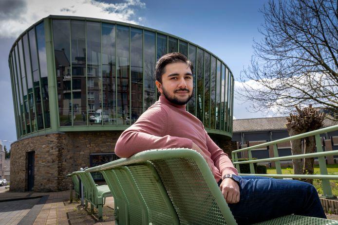 """Het Boxtelse D66-raadslid Sohib Hussain: ,,Sla de krant maar open. Als het over jongeren gaat is het negatief. Maar bieden wij perspectief?"""""""