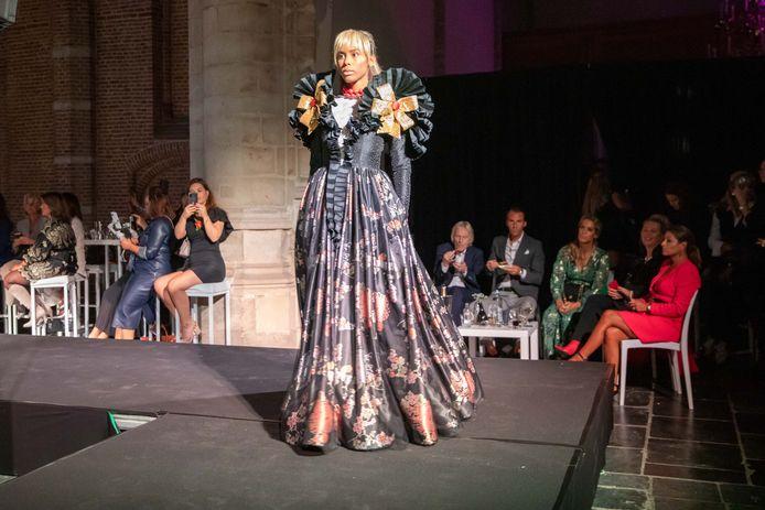 Modeshow in de Grote Kerk van Goes. Couturier Edwin Oudshoorn liet zich inspireren door Zeeuwse iconen.