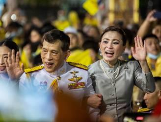 """ROYALTY. Thaise koningin Suthida verschijnt in het openbaar en dakloze vraagt Willem-Alexander """"wat zijn bezoek schuift"""""""