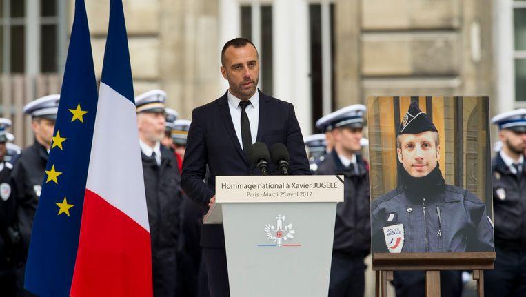 De vriend van Xavier Jugelé, die vorige donderdag doodgeschoten werd, nam tijdens de ceremonie ook even het woord. Beeld Photo News