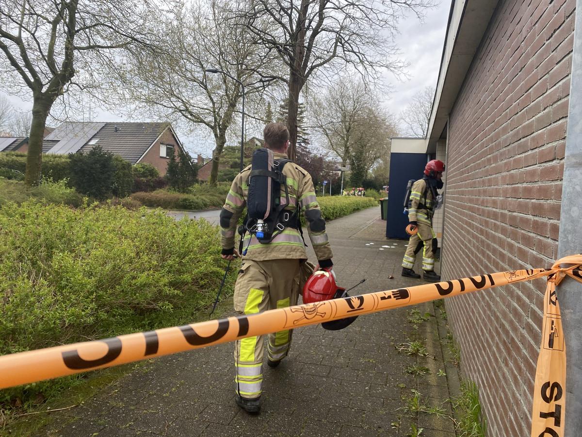 De brandweer doet onderzoek in Lelystad