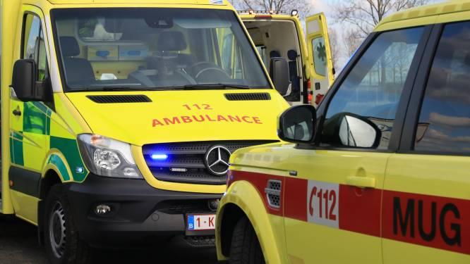 Bestuurder (22) zwaargewond na ongeval met vrachtwagen