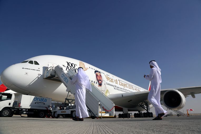 Een Airbus A380 op een airshow in Dubai Beeld REUTERS