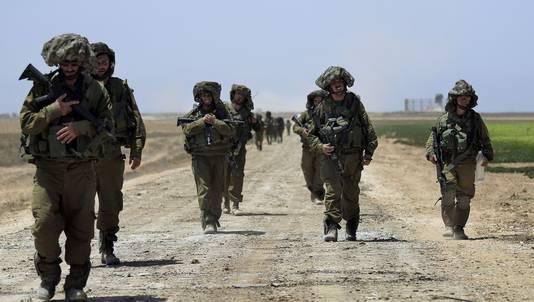 Israëlische soldaten keren terug naar Israël na gevechten in Khan Younis op de Gazastrook.