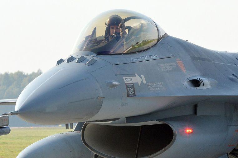 Nederlandse piloot in een F-16. Beeld afp