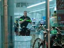 Medewerker supermarkt Nieuw-West verjaagt overvaller met brood
