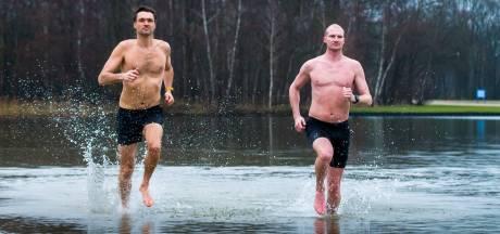 Steven loopt hartje winter de halve marathon in korte broek zonder shirt: 'Na 3 kilometer begin ik gewoon te zweten'