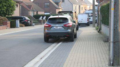 Verkeersborden voor stoepparkeren in Kalverstraat
