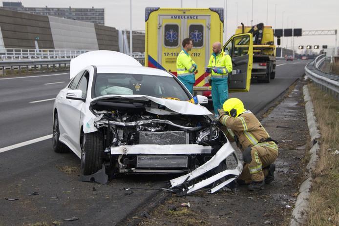 De politie is na een ongeval vaak aangewezen op tijdrovende analyses en getuigenverklaringen.