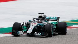 Hamilton beukt met pole in VS poort naar vijfde WK-titel open, Vandoorne klokt traagste chrono