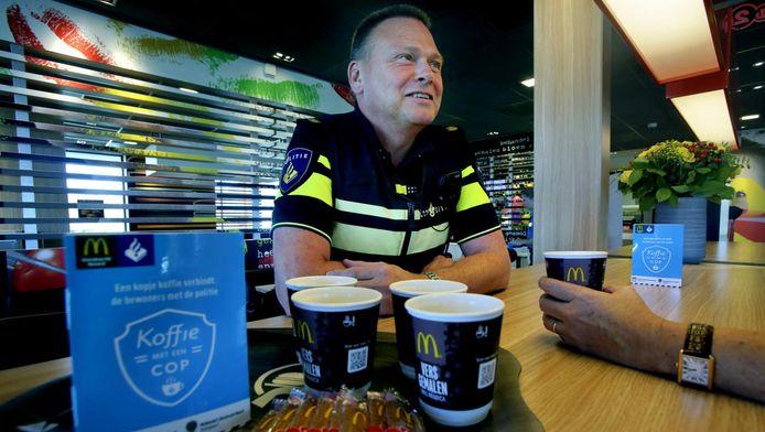 Naar Amerikaans voorbeeld starten politie en McDonald's met een maandelijks spreekuur van agenten.