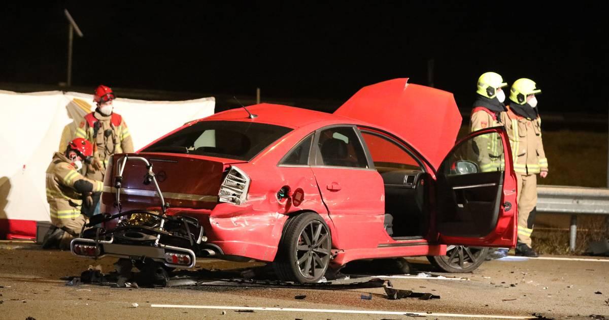 Groot ongeluk op de A50 bij Renkum: twee zwaargewonden, snelweg richting Oss afgesloten.