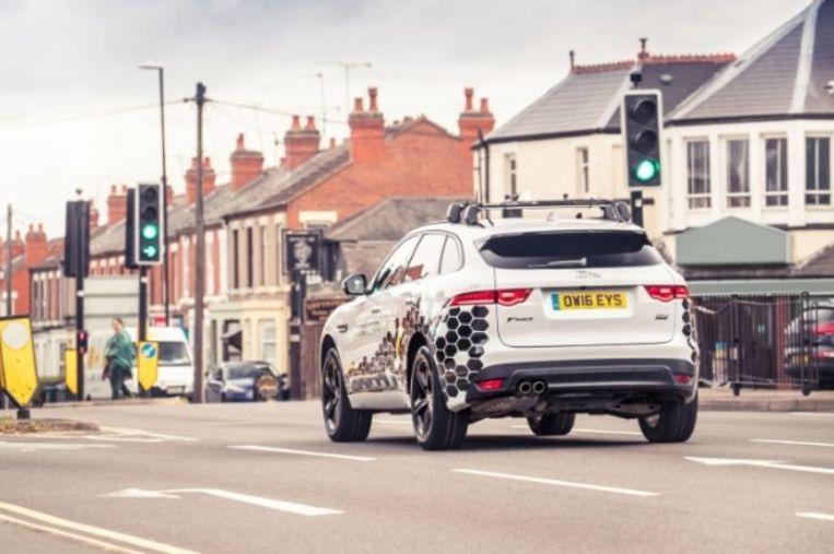 Een fijne ambitie: nooit meer een rood licht voor bestuurders van de Jaguar Land Rover.