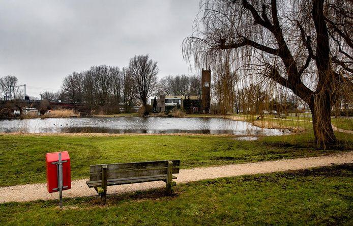 In 1992 werd het lichaam van Milica van Doorn bij de vijver in Zaandam gevonden.