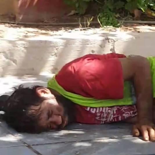 Abdelkader lag dagenlang op straat bij een temperatuur van 35 graden. Niemand die een moer om hem gaf.