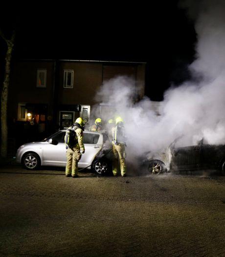 Twee auto's gingen in vlammen op in Gennep