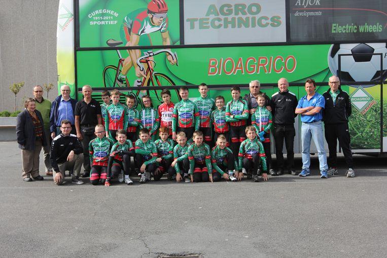 Wielerclub Cureghem Sportief heeft Bioagrico zelfs op de bus staan.