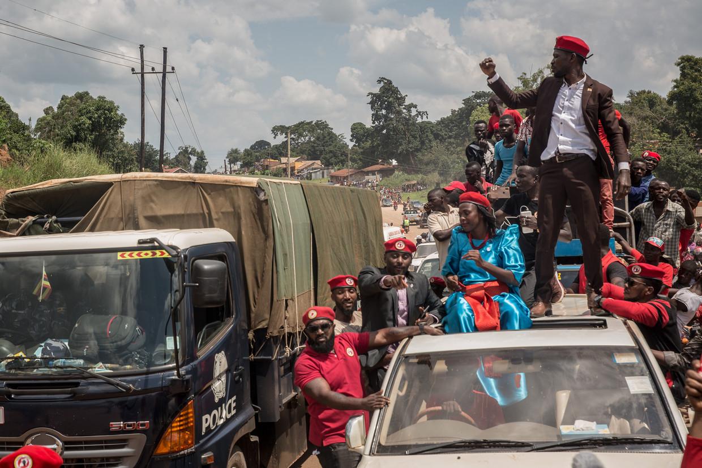 Aanhangers van Bobi Wine (foto) menen dat de al 35 zittende president Yoweri Museveni gefraudeerd heeft bij de vorige verkiezingen. Beeld SOPA Images/LightRocket via Gett
