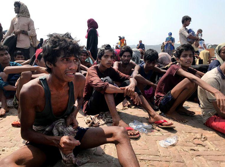 Rohingya-vluchtelingen na hun redding door de kustwacht van Bangladesh in Teknaf nabij de plaats Cox's Bazar. Beeld Suzauddin Rubel / AP