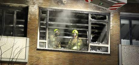 Grote brand na explosie verwoest woning in Rotterdam-Schiebroek