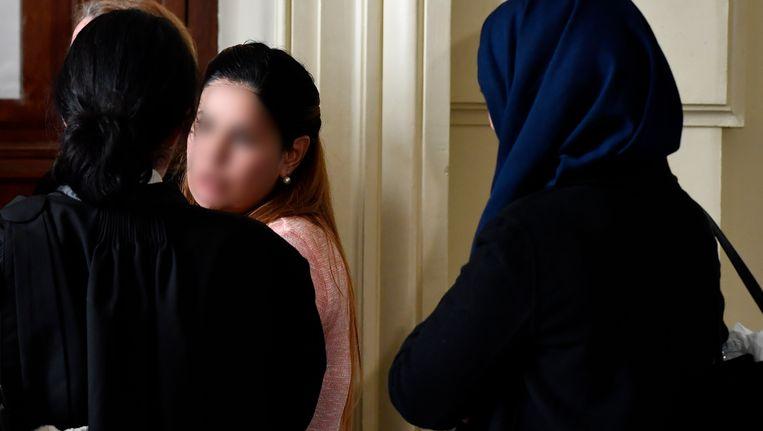 Een van de slachtoffers van de 'Conrad-prinsessen' bij de start van het proces. Beeld BELGA