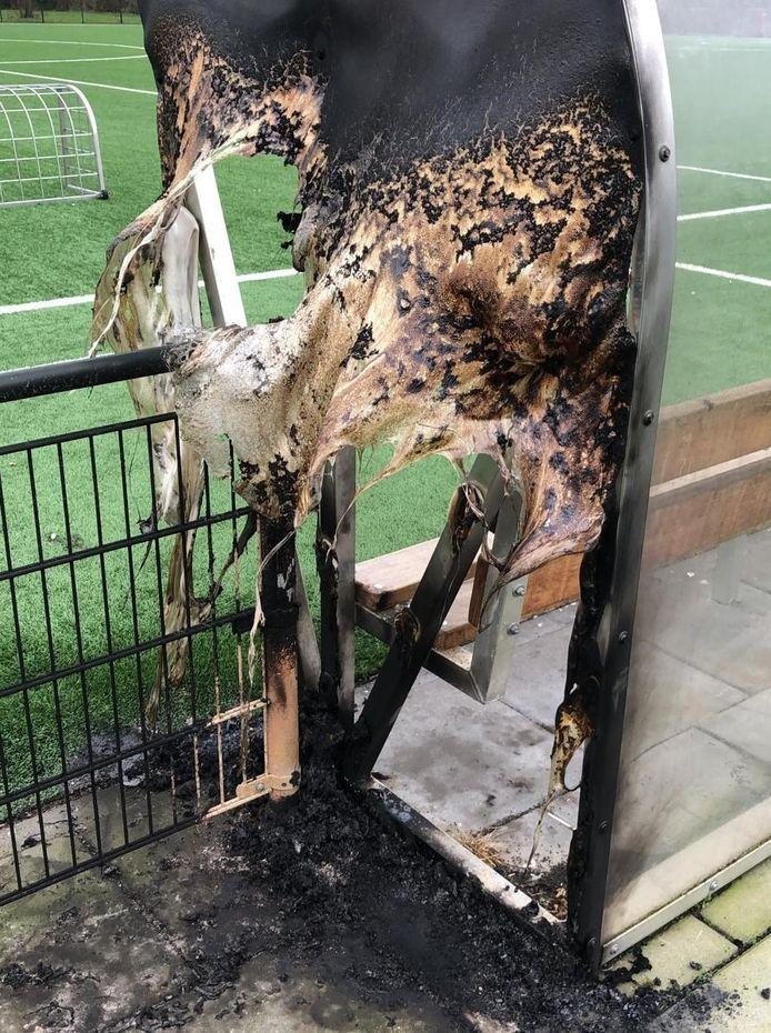 """De afgebrande dug-out bij de Wilnisse voetbalclub CWS is de druppel. ,,Dit kan zo niet langer"""", zegt  voorzitter Marcel van der Schaaf."""