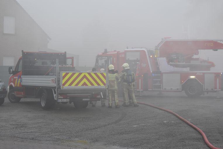 De brandweer had heel wat werk om het vuu r onder controle te krijgen.