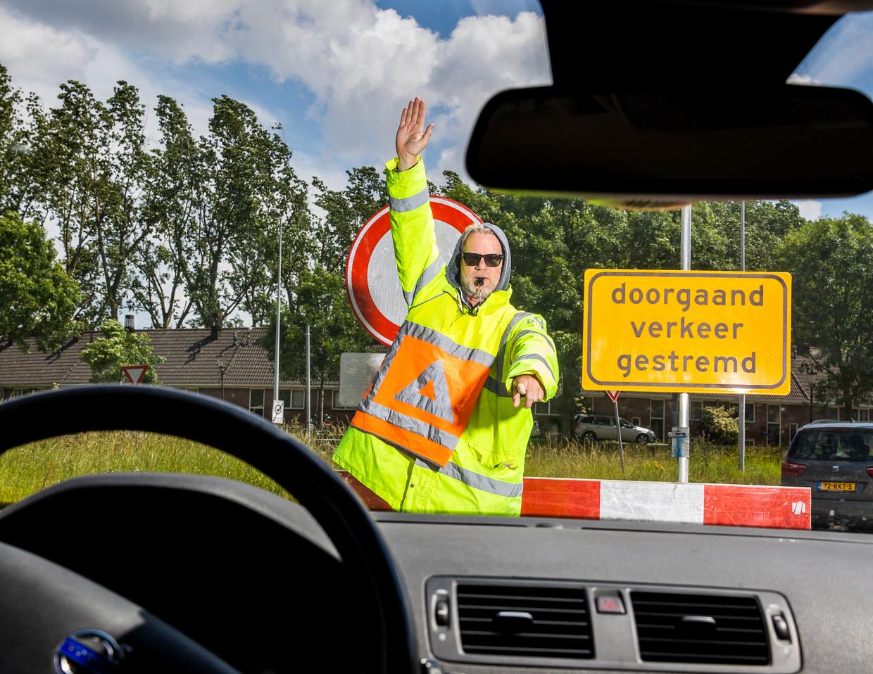 Jeroen van Bergeijk ging vijf weken lang undercover als verkeersregelaar.  Beeld Jiri Büller