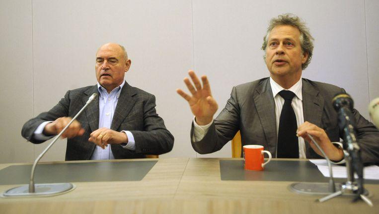 Han Noten, burgemeester van Dalfsen, samen met Herman Wijffels (L), verkenner voor de FNV, tijdens een persconferentie over de FNV en de oprichting van een nieuwe vakbeweging. Beeld ANP