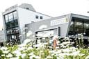 Ook het pand van Ferraridealer Munsterhuis in Hengelo is een ontwerp van Fons Nijland.