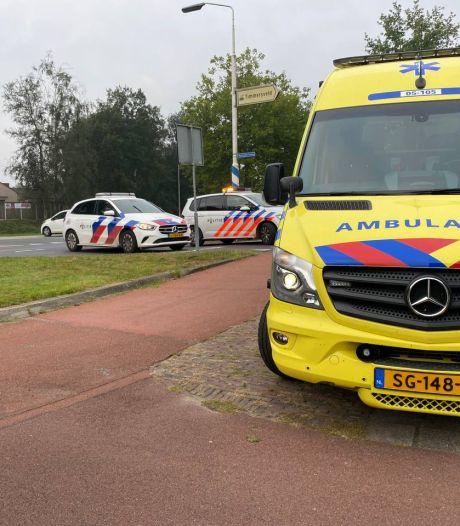 Vrouw gewond na botsing op Hasselerbaan in Hengelo, politie haalt doorgereden auto terug