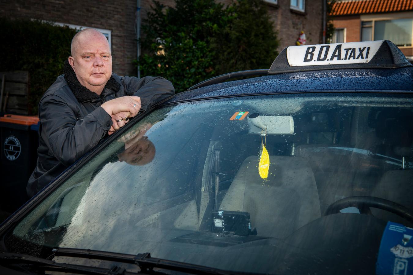 Taxichauffeur Marco Töpfer heeft het moeilijk in coronatijden.