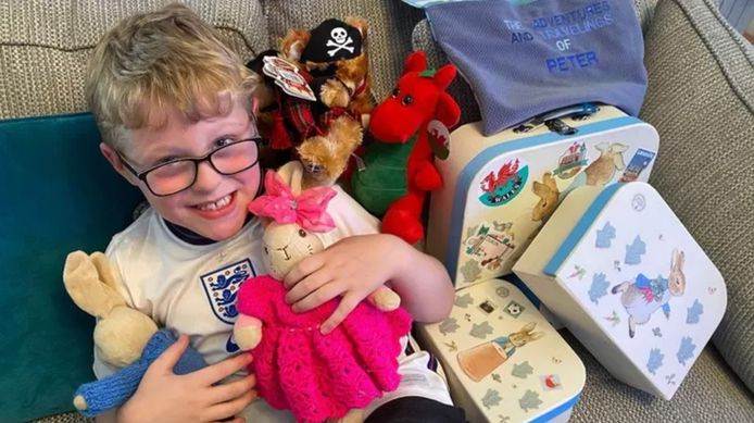 Ethan a désormais retrouvé le sourire... et surtout son lapin adoré.