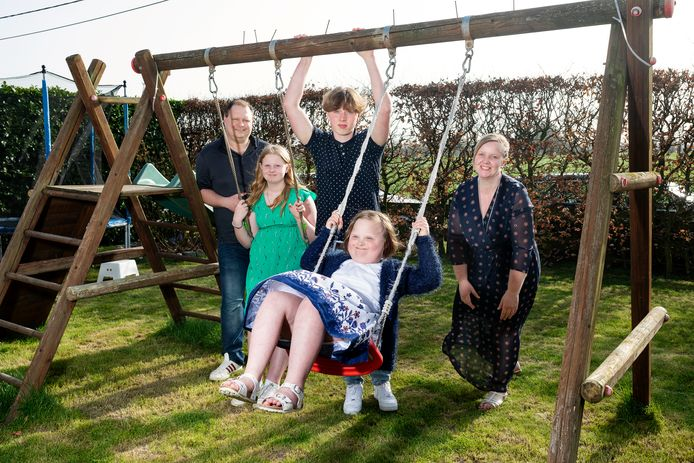 Ben Steyaert en Marjolein Willekens met hun kinderen Janick, Eefje en Saartje