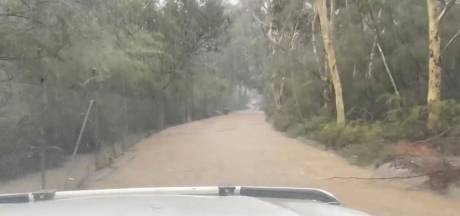 Bosbranden én zondvloed teisteren nu Australië