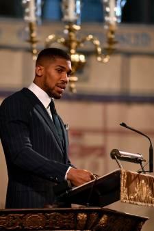 Le boxeur Anthony Joshua se place en quarantaine après avoir été en contact avec le prince Charles