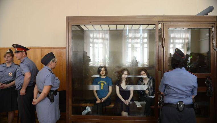 De leden van Pussy Riot in de rechtbank Beeld afp