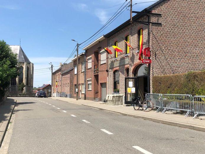 Tijdens de EK-wedstrijden van de Rode Duivels wordt de Processieweg tijdelijk afgesloten. Café De Korenbloem stalt er dan haar terras uit.