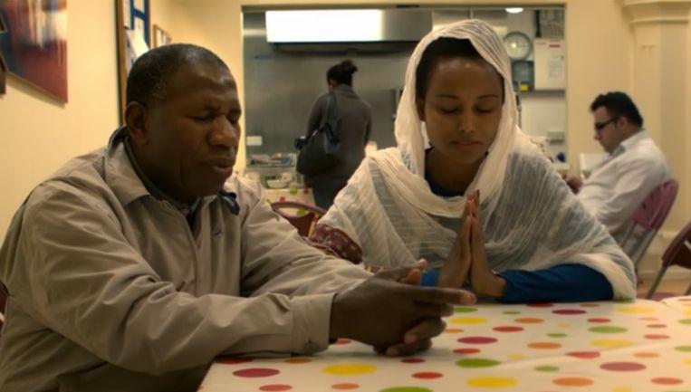In het spotje van de Church of England wordt het Onze Vader gebeden door allerlei verschillende personen. Beeld Screenshot YouTube