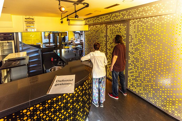 Meriam en Pascal Leferink in hun sinds mei gesloten coffeeshop The New Balance.