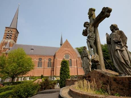 Poolse plukkers beleven 'eigen' kerkdienst in Kwadendamme intens: 'Rillingen lopen over je rug'